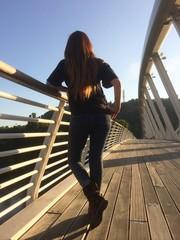 Ragazza sul ponte della musica