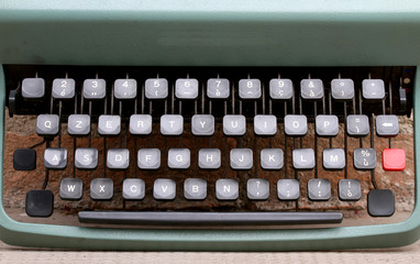 keyboard of an metal typewriter