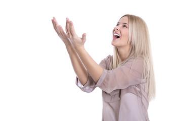 Glückliche junge Frau isoliert - lachend mit Arm nach oben
