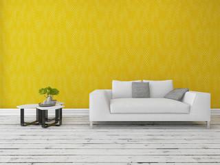 Weiße couch steht vor gelber Wand mit Holzfussboden