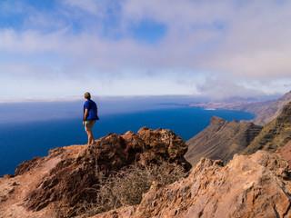 Reisender an der Westküste auf Gran Canaria