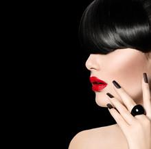 Alto Chica Modelo de modas Retrato con moda Peinado Fringe
