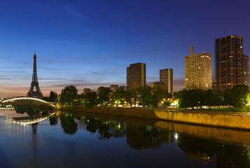 Paris au levé du jour