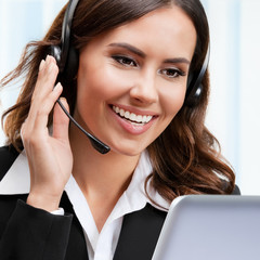 Support phone operator in headset, working with laptop