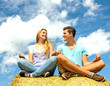 Auszeit: Junge Frau und junger Mann meditieren :)