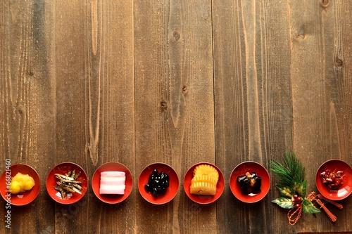 おせち料理と正月飾り - 66821460