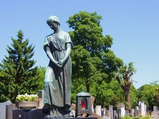 Mädchenstatue