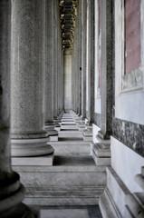 San Paolo fuori le mura, colonnato