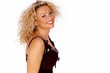 Portrait einer blonden lachende attraktiven Frau