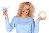 Lachend Frau mit Euroschein und Sparschwein