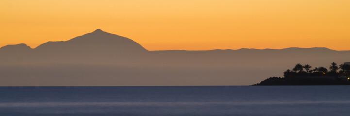 Abenddämmerung über Insel Teneriffa
