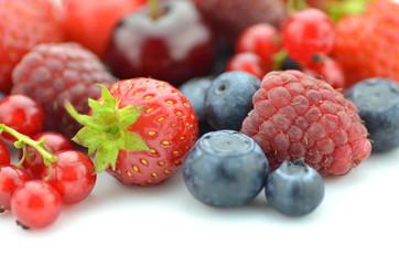 mieszanka owoców, truskawki, czereśnie, porzeczki i jagody