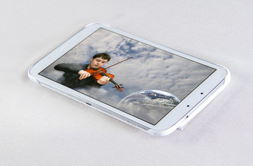 Tablet and photo of the violinist