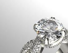 Or Bague de fiançailles de diamant ou de moissanite. Bijoux