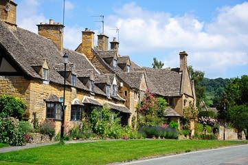 Cotswold cottages, Broadway © Arena Photo UK