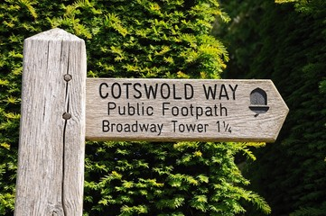 Wooden Cotswold Way sign, Broadway © Arena Photo UK
