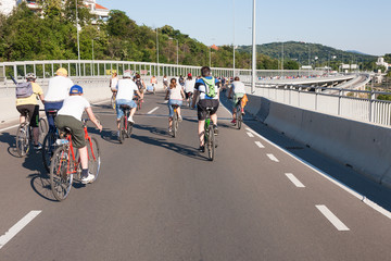 Protest ride of cyclists through the streets of Belgrade 7