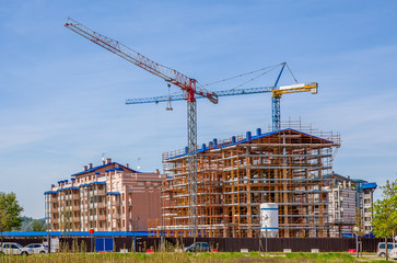 Cranes and new modern buildings.