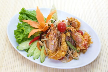 deep fried shrimp with Green papaya salad
