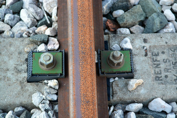 via de ferrocarril