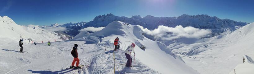 skieurs sur les pistes en haute-Savoie