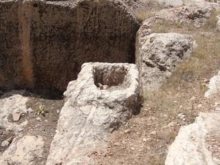kayadan mezar