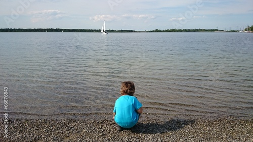 canvas print picture Junge am See