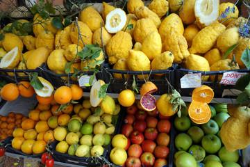 Etalage de fruits et légumes