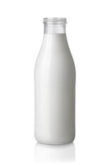 Milch Flasche ohne Deckel isoliert auf weißem Hintergrund