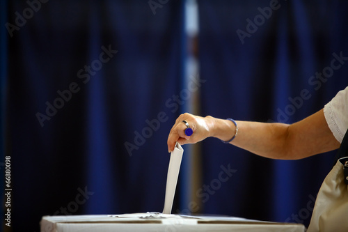 Voting hand - 66880098