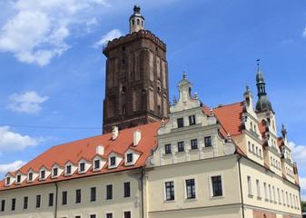Wiederaufgebautes Rathaus und Hauptkirche in Gubin