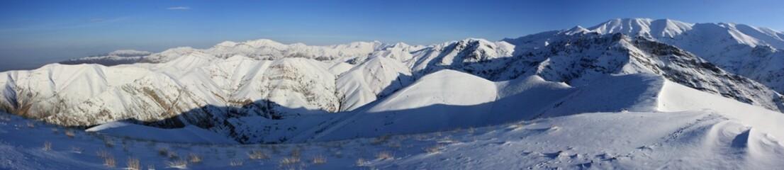montagnes iraniennes en hiver