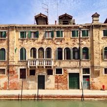 Vieille maison avec balcon à Venise