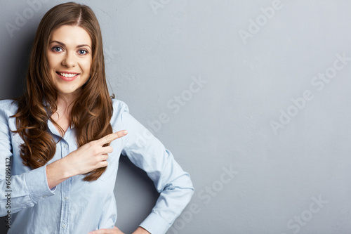 Portrait of smiling business woman pointing finger - 66899432