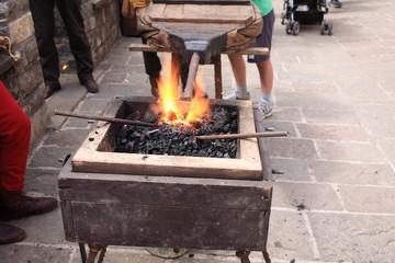 antiche lavorazioni artigianali del ferro con fucina
