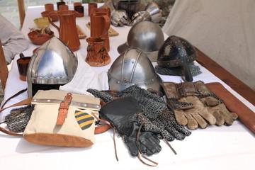 attrezzatura oggetti abbigliamento del medioevo