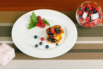 pancakes and berries