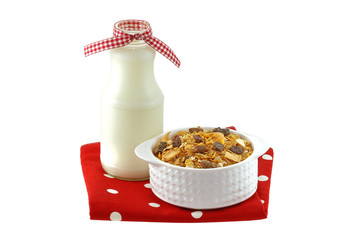 Breakfast cereals with dried fruit and fresh low fat milk