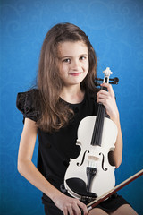 Female child playing the violin