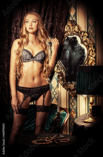 canvas print picture perfect woman