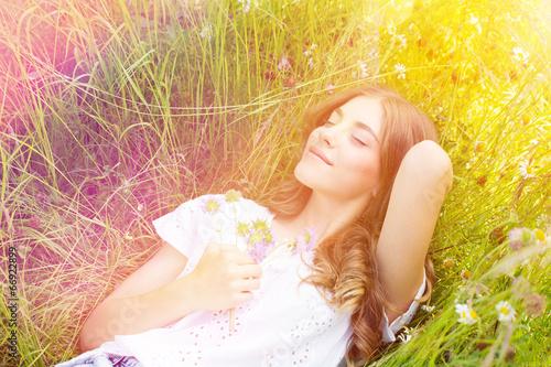 Leinwanddruck Bild Blumenwiese Frau Natur