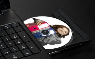 Bedruckbare CD in Notebook Laufwerk mit Geschäftsfrau bedruckt