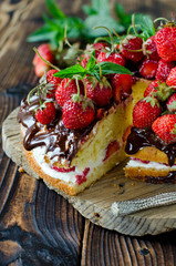 Sponge cake with cream, strawberries and chocolate