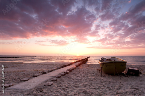 Fischerboot am Strand © Jenny Sturm