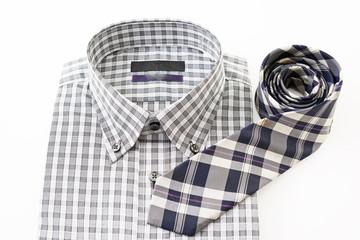 男性用のシャツとネクタイ