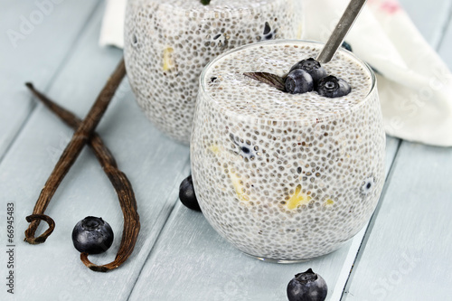 Papiers peints Dessert Chia Seed Pudding and Fruit