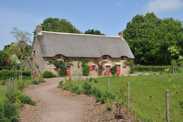 Bretagne, old thatched cottage in Saint Lyphard