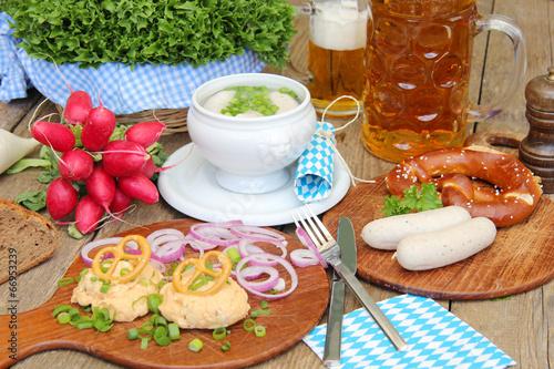 Papiers peints Table preparee Kulinarische Genüsse auf gut bayrisch