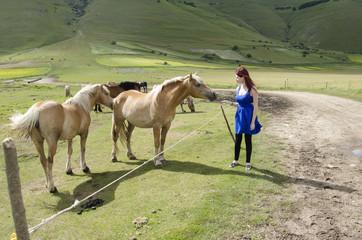 Ragazza con cavalli