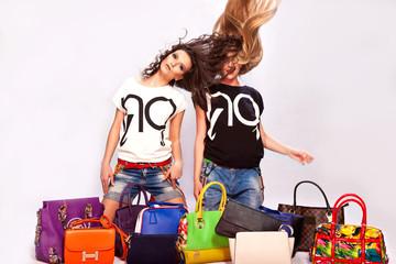 Две девушки много разных сумок